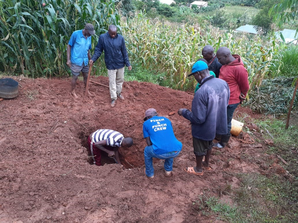 Villagers under Police instructions exhuming the body on Wednesday Photo/Daily Clock