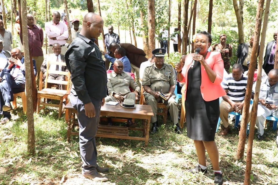Standing is area MCA Paul Angwenyi looking at Kisii County CEC for Environment Skitter Ocharo on 30th January 2019 at Kenyoni Village Photo/Rogers