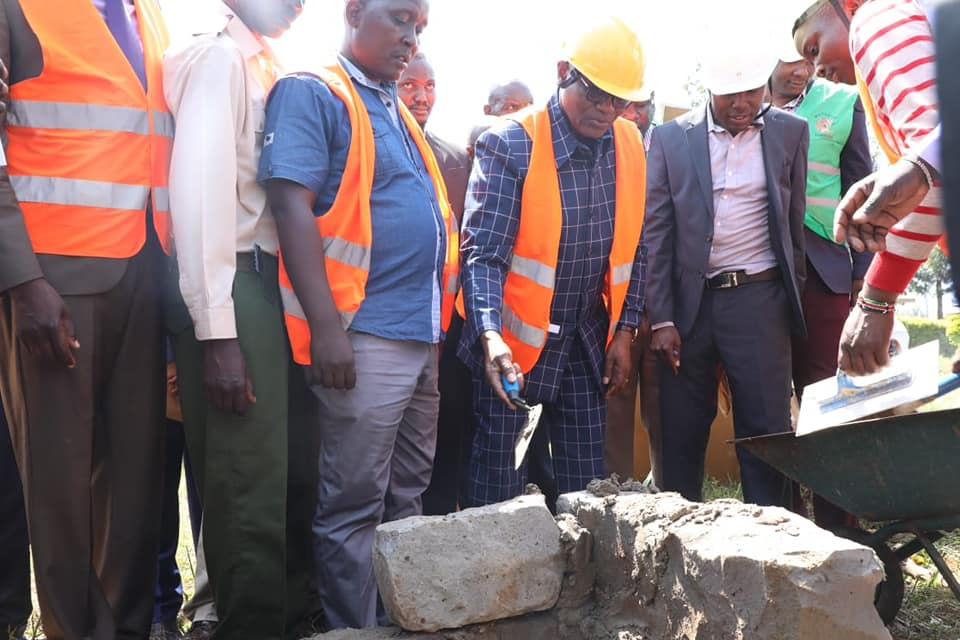Kisii Governor James Ongwae laying a Foundation for the construction of a new wing at Nduru level 4 hospital in South Mugirango