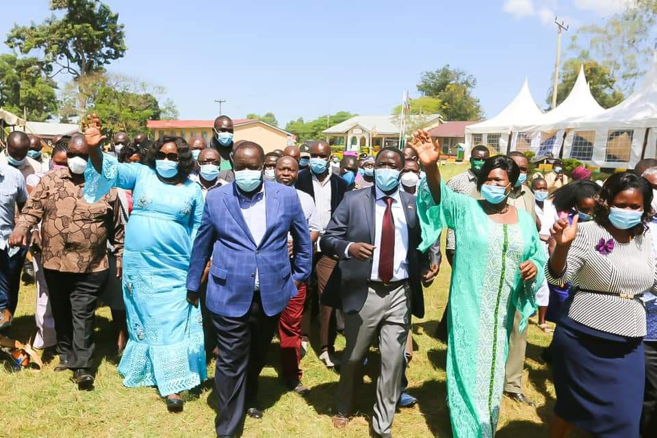 Leaders from Luo Nyanza receiving Interior CS Dr. Fred Matiang'i in Homabay on Monday Photo/Dailyclock