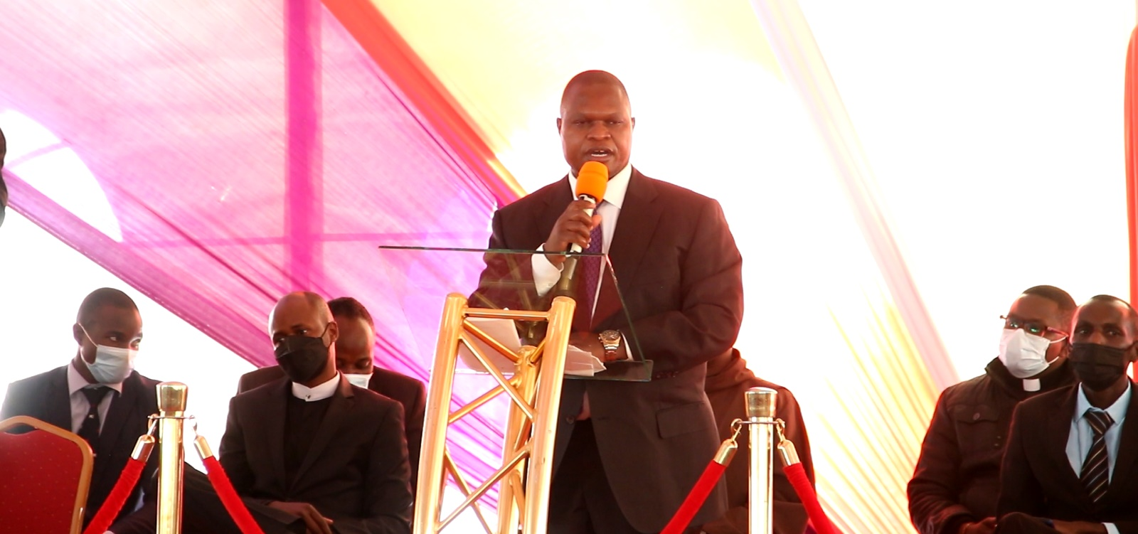 Kisii Deputy Governor Joash Maangi addressing Mourners at the Burial of Timothy Bosire's Wife in Nyamira County. Photo/Rogers